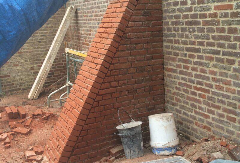 Restauration d'un contrefort en briques
