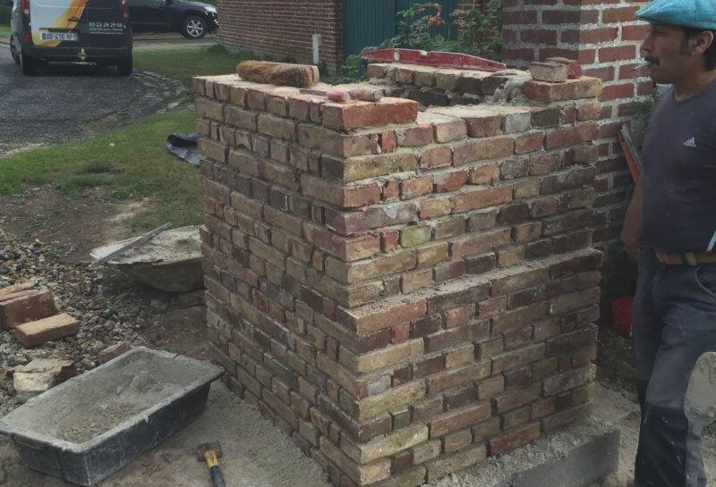 Reconstruction d'un pilier en briques